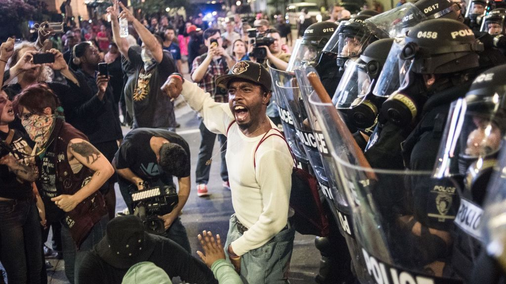 """""""Manifestantes odian a gente blanca porque es existosa"""": republicano"""