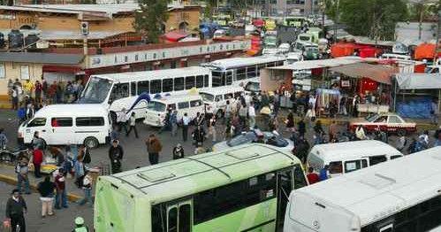 Sancionan a 96 unidades de transporte público en paradero de Indios Verdes - Foto de La Jornada