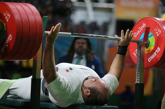 Mexicano consigue medalla de bronce en levantamiento de potencia