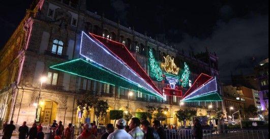 Encienden decoración de fiestas patrias en el Zócalo capitalino - Foto de Internet