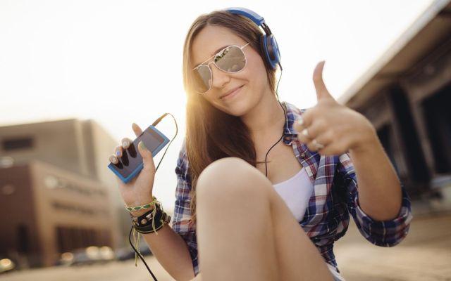 Las 10 canciones más populares de la semana - Teenager giving thumbs up