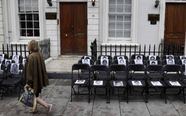 Amnistía Internacional exige justicia por los 43 desde Londres - Foto de AFP