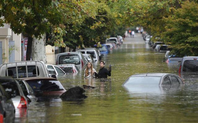 Mensaje de WhatsApp desata terror en Argentina - Inundaciones en la Ciudad de Buenos Aires, luego del diluvio de la madrugada.Zona de Cabildo y Garcia del Rio.Fotos Alfredo Martinez