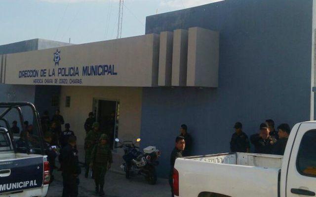 Detienen a 21 policías por tráfico de migrantes en Chiapas - Foto de Quadratín
