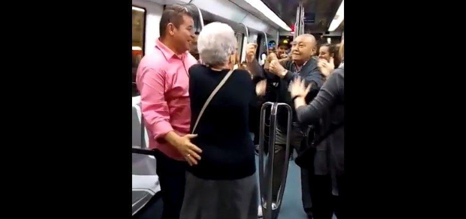 Video: pareja de ancianos bailan a medio vagón al ritmo de rap - Foto de Internet