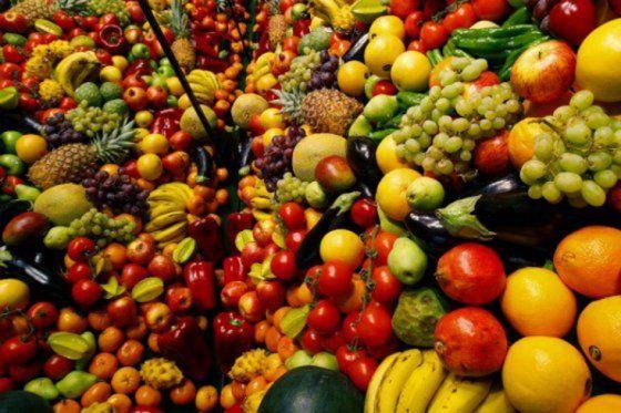 Los beneficios de frutas y verduras por su color - Foto de archivo