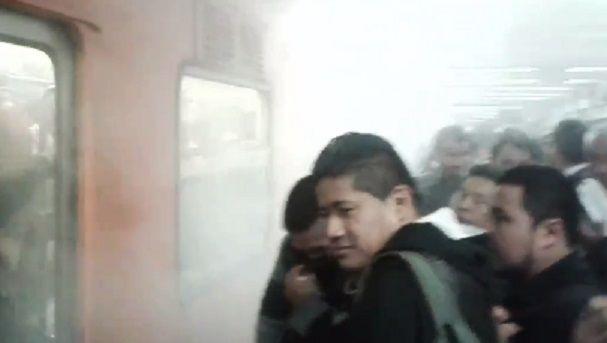 Reportan humo en Metro Hidalgo tras falla en tren