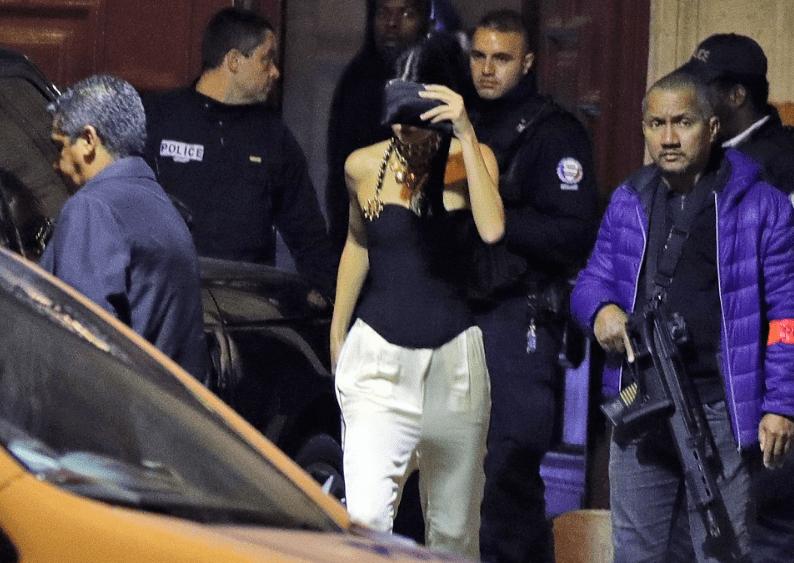 Kim Kardashian se encontraba con su familia en París, inccluyendo a Kendall Jenner (en la foto), para asistir a la semana de la moda. Foto de Internet