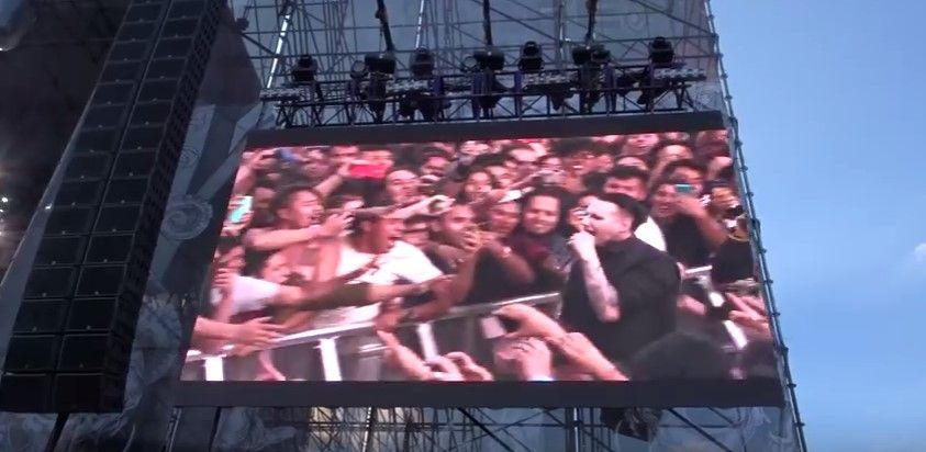 Marilyn Manson sufre caída en concierto en México