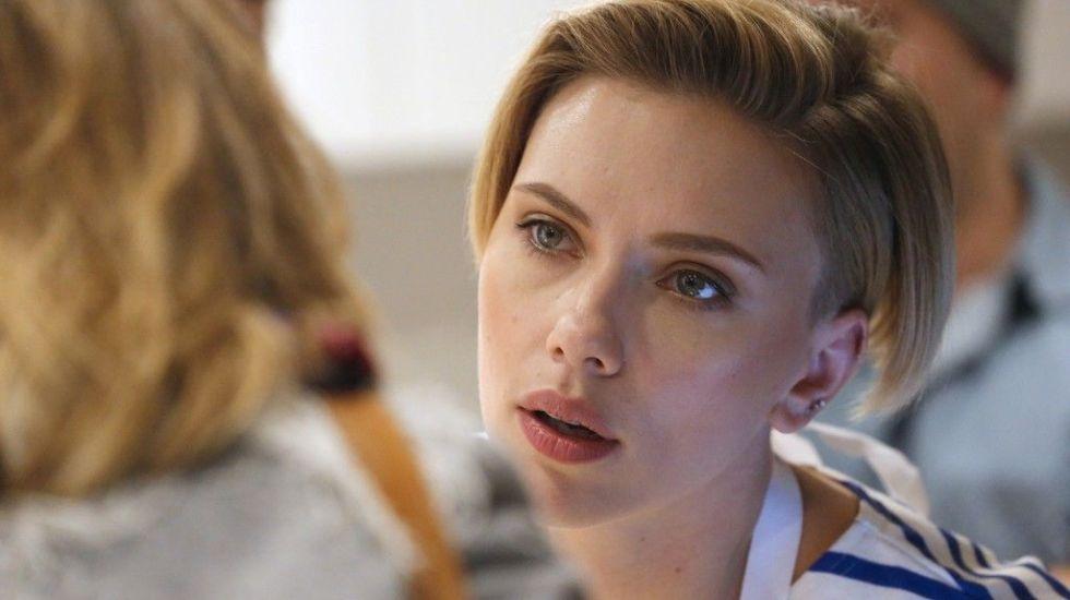 Scarlett Johansson vende palomitas en París - Foto de AFP