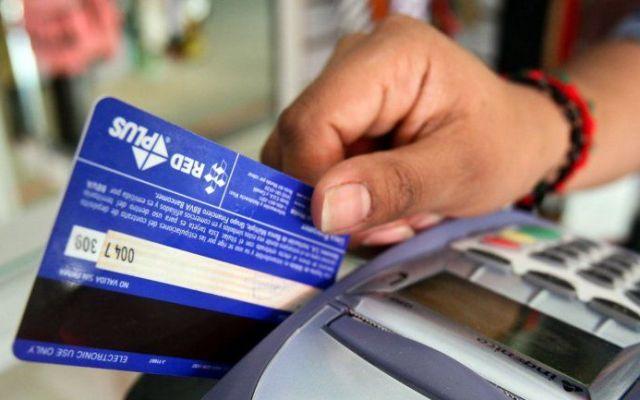 Condusef recomienda cuidar uso de tarjetas de crédito - Foto de archivo