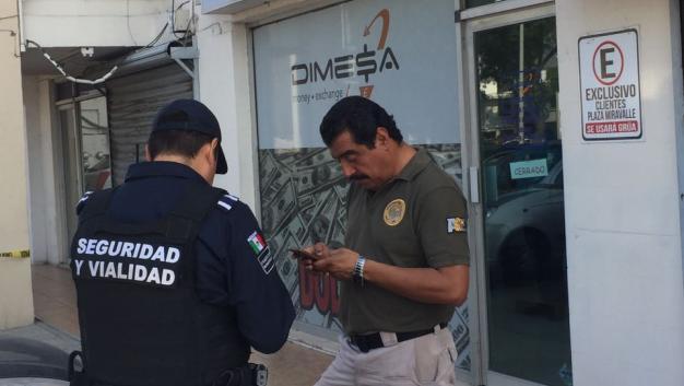 Roban a empleado medio millón de pesos en divisas en Nuevo León