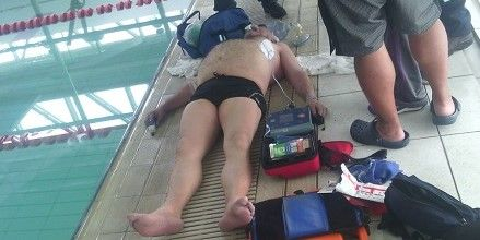 Muere hombre en alberca de Sport City - Foto de Hoy Estado