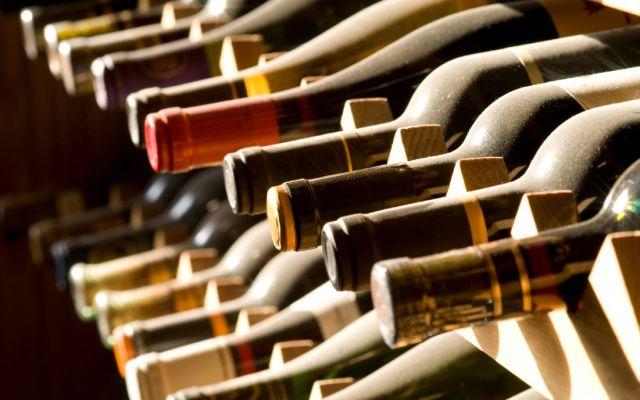 ¿Dónde es más caro y más barato tomar vino en el mundo?