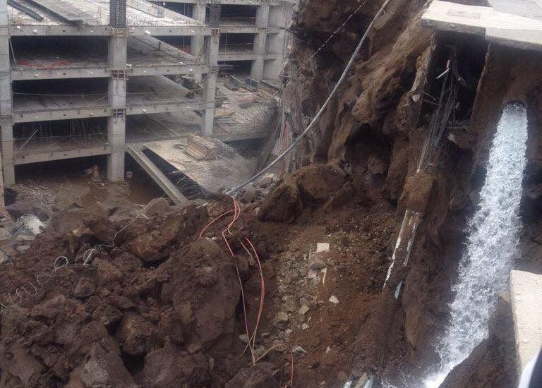 Video: se derrumba construcción en Artz Pedregal
