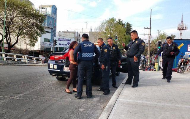 Policías evitan suicidio de mujer en Viaducto - Foto de @SSP_CDMX