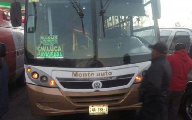 Pasajero dispara contra asaltante de camión en Tlalnepantla