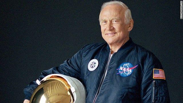Evacúan a Buzz Aldrin del Polo Sur por razones médicas