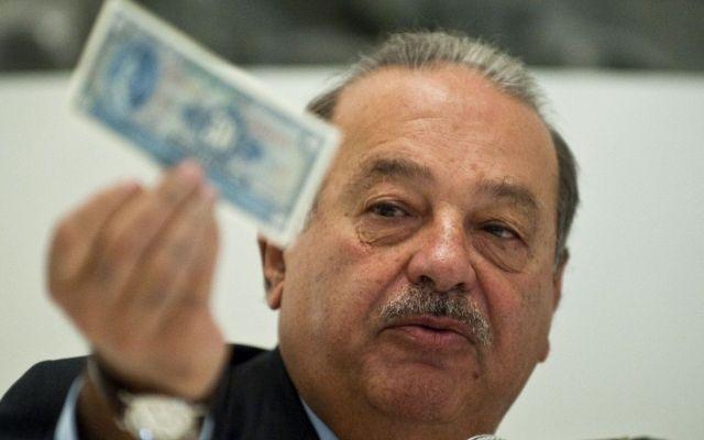 Slim y otros 7 millonarios tienen tanto dinero como la mitad del mundo - Foto de Archivo