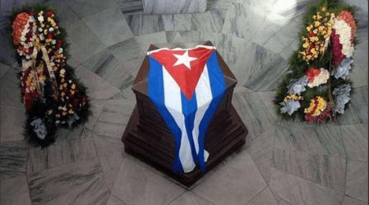 Sepultan a Castro en Santiago de Cuba - Tras recorrer las principales ciudades de Cuba, los restos de Fidel Castro llegaron a Santiago, cuna de la revolución cubana. Foto de Granma