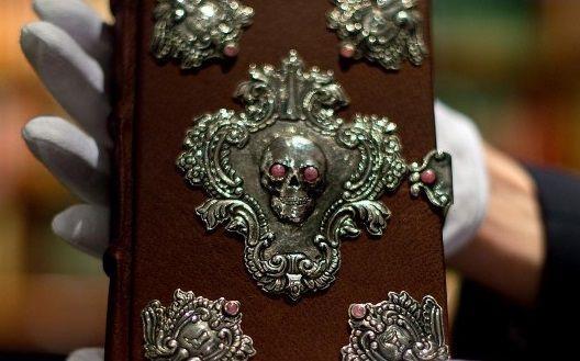 Subastan manuscrito hecho a mano por J.K. Rowling en más de 450 mil dólares