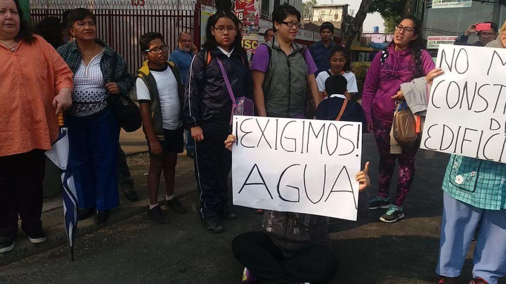 Bloquean Eje Central vecinos de Peralvillo - Foto de @alfonsobg