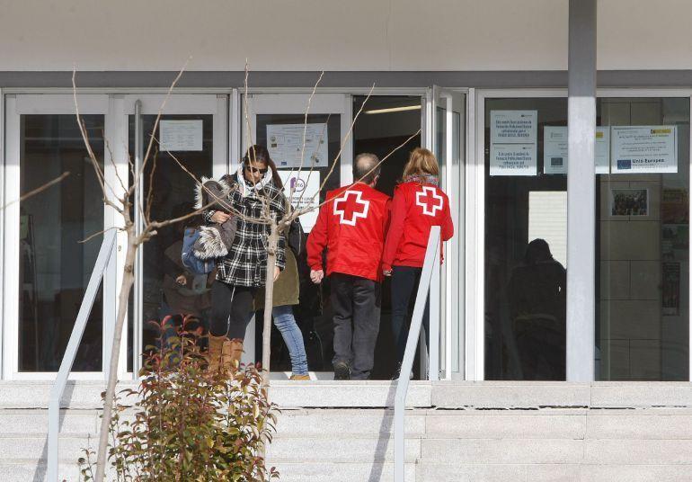 Menor apuñala a cinco compañeros de escuela en España