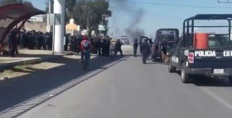 Enfrentamiento entre policías y manifestantes deja 10 heridos en Hidalgo - Foto de Quadratin