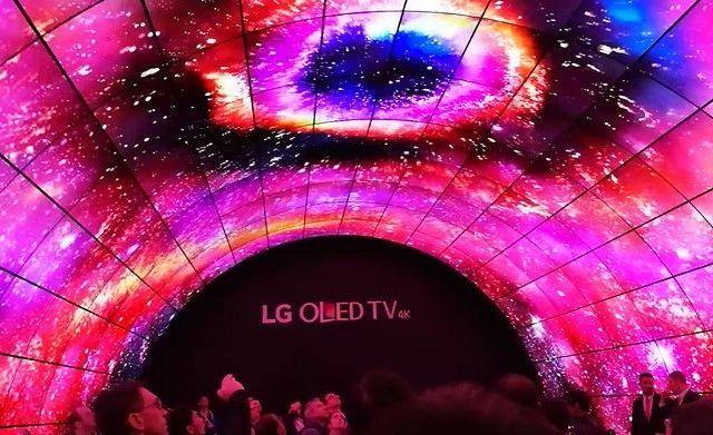 LG marca tendencia en pantallas en CES 2017