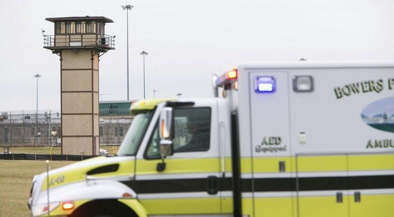 Muere rehén en motín de cárcel en Delaware - Foto de AP