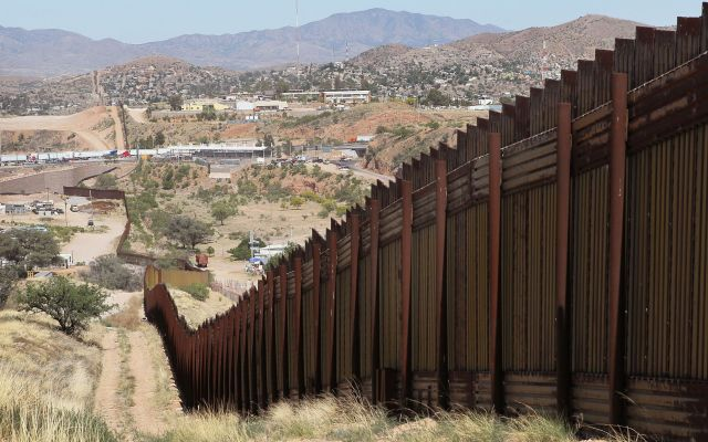 Construyamos muro con fondos de ciudades santuario: gobernador de Texas - Punto de la frontera. Foto de Getty