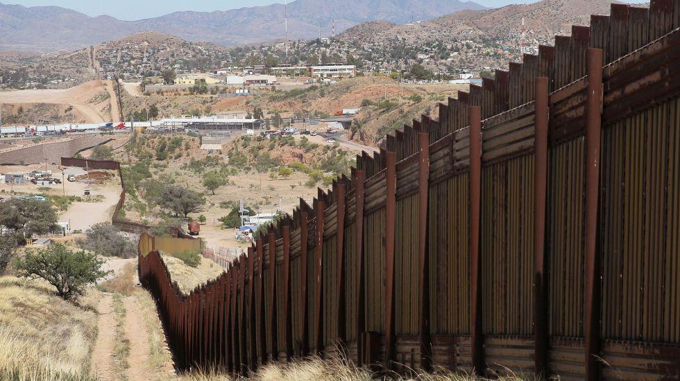 Migrante habla con su familia antes de morir en el desierto de Arizona