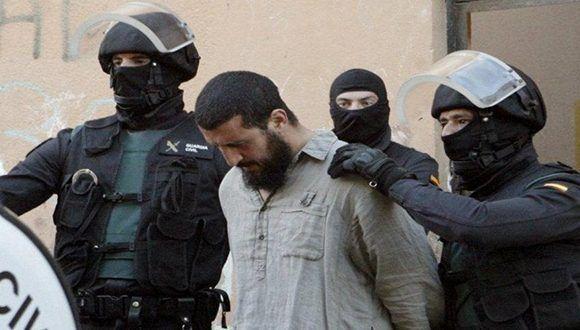 Detienen a 423 personas en redada contra Estado Islámico