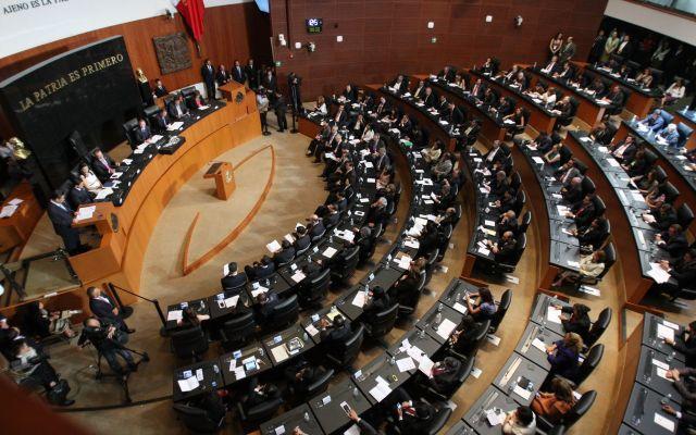 Senado aprueba reforma educativa para estudiantes deportados - Foto de Archivo