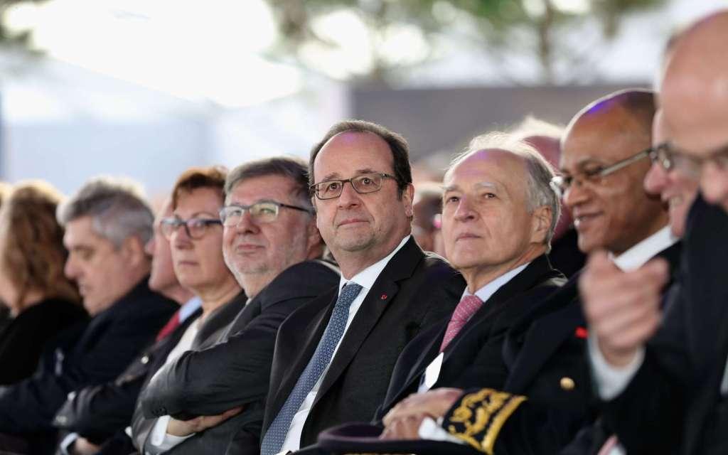 Video: disparos interrumpen discurso de Francois Hollande en Francia