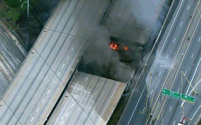 Colapsa autopista en Atlanta por incendio - Foto de Twitter
