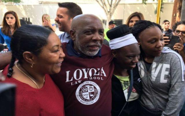 Luego 32 años preso por error, lo declaran inocente - Foto de CNN