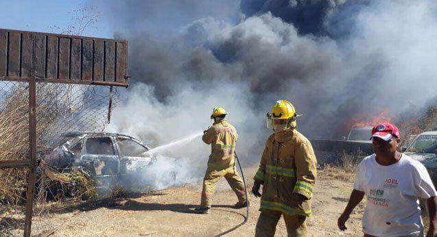 Incendio en corralón de fiscalía de Oaxaca