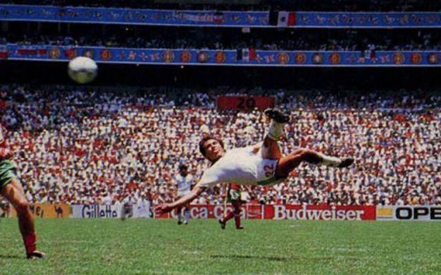Manuel Negrete pide ayuda para encontrar la playera que usó en golazo ante Bulgaria - Foto de Goal