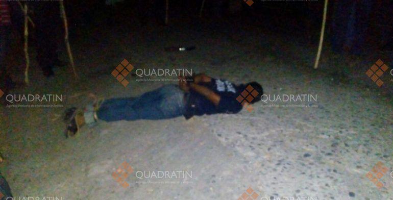Pobladores de Aquila secuestran un elemento de la policía de Michoacán - Foto de Quadratin