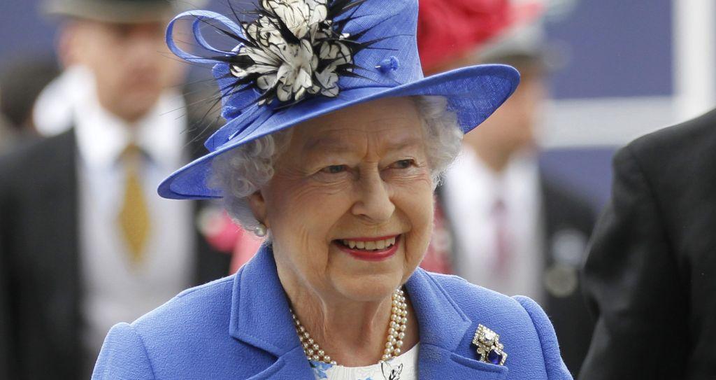 Reina Isabel II aprueba la aplicación del Brexit - Foto de AP