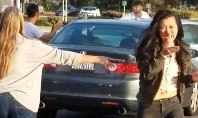 #Video Automovilistas pelean en plena avenida de San Diego