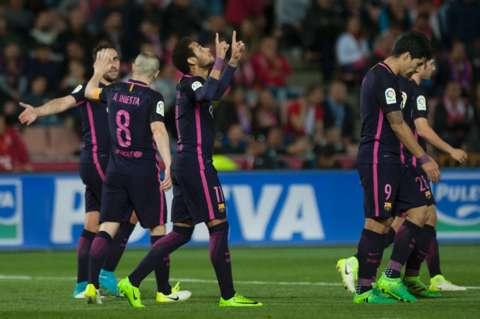 Barcelona golea al Granada y continúa en la lucha por la liga española - Foto de Internet