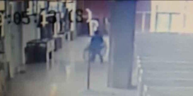 #Video Ladrón se persigna antes de robar Cristo de una parroquia de Monterrey - Foto de Internet