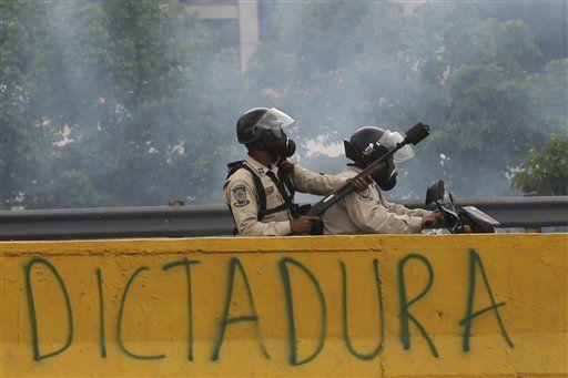 Fuerzas Armadas decidirán el destino de Venezuela: The Economist - Foto de AP