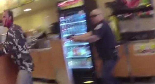 #Video Policía mata a criminal que apuñaló a empleado en EE.UU.