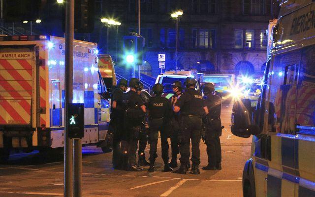Interrogan a 14 sospechosos tras ataque en Manchester - Foto de AP