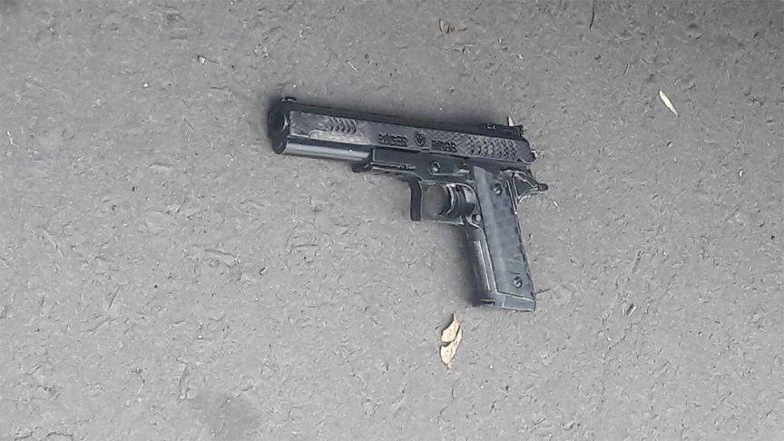 Golpean a ladrón que intentó asaltar un camión con pistola de juguete