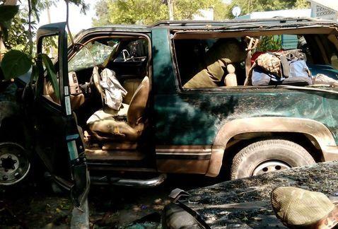 Encuentran arma y gasolina robada en camioneta volcada en Cadereyta - Foto de Yadith Valdez