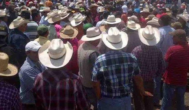 Cientos de campesinos secuestran a juez y a seis funcionarios en Chiapas - Foto de Internet